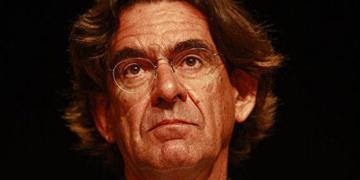 France: Luc Ferry propose de raser les quartiers «pourris» (vidéo)