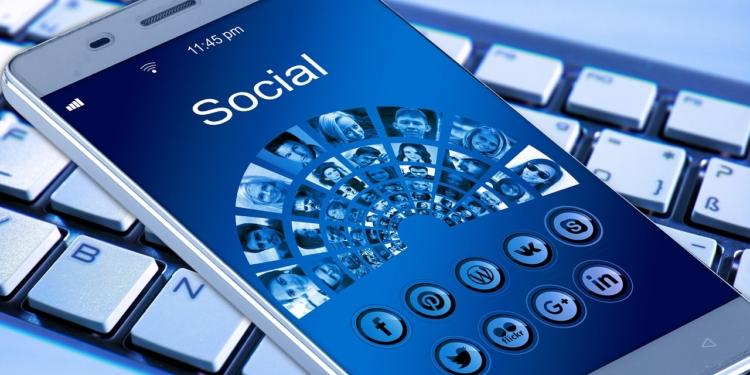 Vers une autorisation parentale pour les réseaux sociaux ?