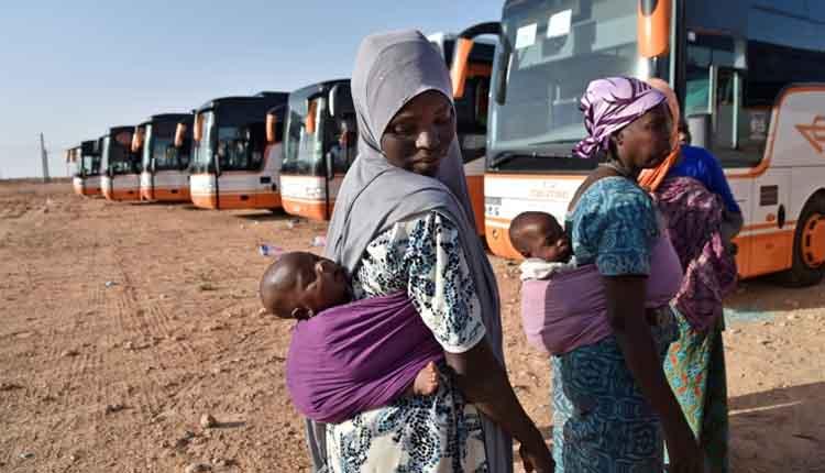Au Maroc, des migrants survivent dans une décharge