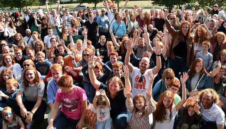 Des participants à la première édition du Red Love, festival consacré aux roux, le 25 août 2018 à Châteaugiron, en Bretagne