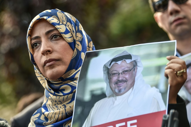Le portrait du journaliste disparu Jamal Khashoggi lors d'une manifestation devant le consulat d'Arabie saoudite à Istanbul, 5 octobre 2018 en Turquie