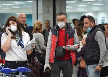 À l'aéroport de Tunis-Carthage, des voyageurs victimes du chantage des policiers « tu payes ou tuconfines »